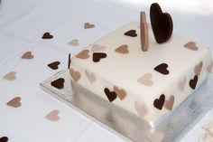 Single tier wedding cake with chocolate hearts Heart Wedding Cakes, Amazing Wedding Cakes, Wedding Cakes With Cupcakes, Chocolate Hearts, Fondant Icing, Wedding Cake Inspiration, Edible Art, Natural, Cake Decorating
