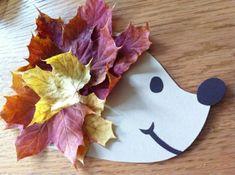 Igel basteln mit bunten Herbstblättern