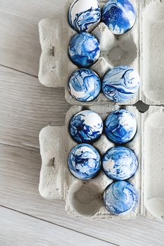 Easter is around the corner so let me serve you a trendy Easter Egg Idea: The Marble Look. Easter Eggs, Diy Ideas, Marble, Holiday Decor, Projects, Log Projects, Granite, Craft Ideas, Marbles