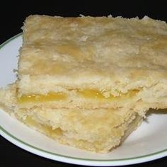 Pineapple Pie Bars - Perfect blend of fresh, fruity, and sweet. Combines the summer flavor of pineapple with the winter comfort of pie