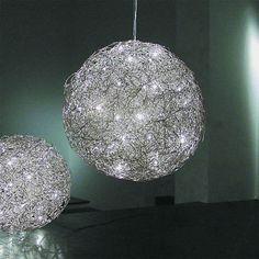 Esfera de aluminio de alambre:ø 2 mm (ø 30, 40, 60 cm)ø 3 mm (ø 90, 120 cm).Dimensiones y bombillas:ø 30 cm, 8 halógena de dos extremos 12V 10W G4 transformador electrónico 105W. Peso 1 kg.�...