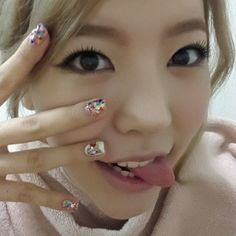 #sunny #snsd love the nails Come visit kpopcity.net for the largest discount fashion store in the world!!