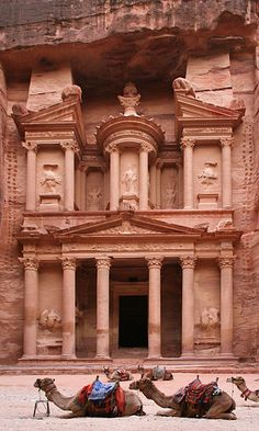 Al-Khazneh - is one of the most elaborate temples in the ancient Arab Nabatean Kingdom city of Petra. Petra is a historical and archaeological city in the southern Jordanian governorate of Ma'an. Historical Architecture, Ancient Architecture, Turkey Places, City Of Petra, Beau Site, Inka, Kirchen, Wonders Of The World, Places To See