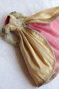 a little girl princess dress Sewing Doll Clothes, Sewing Dolls, Doll Clothes Patterns, Barbie Clothes, Clothing Patterns, Princess Dress Patterns, Barbie Patterns, Doll Costume, Costumes