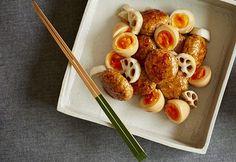 軟骨入りで、コリコリした食感が楽しいつくねに、煮卵も添えてボリュームたっぷりに仕上げて。お弁当にもおすすめのメニュー。