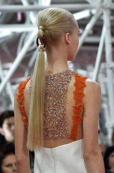 Christian Dior at Couture Spring 2015 - Details Runway Photos. This ponytail is insane. Christian Dior Couture, Dior Haute Couture, Hair Inspo, Hair Inspiration, Pelo Editorial, Avant Garde Hair, Runway Hair, Hair Reference, Hair Art