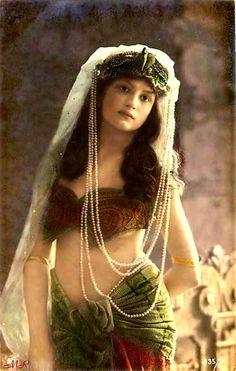 1920 Oriental dancer-Paris