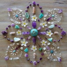 how to use crystals to make a crystal grid for crystal healing - healing properties of crystals - boho home decor - chakra healing Crystal Magic, Crystal Healing Stones, Crystal Grid, Amethyst Crystal, Stones And Crystals, Gem Stones, Crystal Mandala, Crystal Flower, Minerals And Gemstones