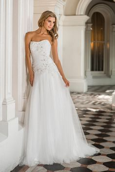 Summer wedding dresses are offered in varied colors, patterns, and lengths. Selecting a summer wedding dress is indeed an intimidating job. Tea-length wedding dresses are ideal for a vintage-style … Wedding Dresses 2014, Wedding Dress Styles, Bridal Dresses, Wedding Gowns, How To Dress For A Wedding, Tea Length Wedding Dress, One Shoulder Wedding Dress, Nice Dresses, Girls Dresses