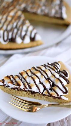 Smores Dessert, Dessert Pizza, Dessert Bars, Dessert Table, Baking Recipes, Cookie Recipes, Dessert Recipes, Pizza Recipes, Sugar Cookie Dough