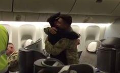 Soldado americano destacado no exterior recebe surpresa no voo de regresso a casa