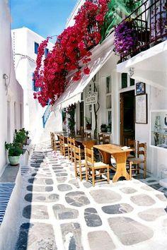 Un encantador restaurante en Mykonos, Grecia.