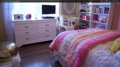 this room style is from the video Room Tour by Macbarbie07 on YouTube(:
