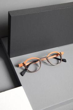 Anne et Valentin GILBERT Glasses For Round Faces, Funky Glasses, Cool Glasses, Designer Glasses Frames, Lunette Style, Fashion Eye Glasses, Round Eyeglasses, Wooden Sunglasses, Vintage Rhinestone