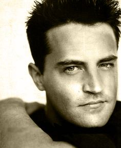 I totally heart Matthew Perry. Chandler was my favorite character on Friends. Then Ross.