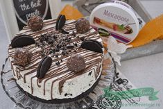 Cheesecake cu Oreo si Ferrero Rocher Ferrero Rocher, Oreo Cheesecake, The Best, Food And Drink, Birthday Cake, Sweets, Desserts, Oreos, Cakes
