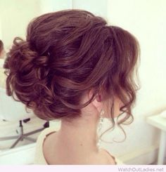 Fascinating retro hairstyle for wedding