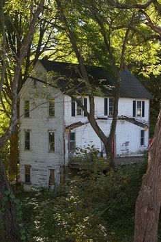 Abandoned house, Addison, Pennsylvania, My daughter lives in Pennsylvania, I want to visit that state sometime. And go on a drive! Abandoned Property, Old Abandoned Houses, Abandoned Mansions, Abandoned Buildings, Abandoned Places, Abandoned Castles, Beautiful Homes, Beautiful Places, Old Farm Houses