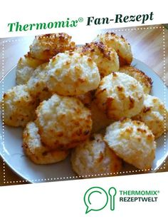 Kokosmakronen mit Quark Coconut macaroons with curd cheese from A Thermomix ® recipe from the category baking sweet www.de, the Thermomix ® community. Quark Recipes, Soup Recipes, Nutella Recipes, Macaron Caramel, Chicken Broth Can, Coconut Macaroons, Bowl Of Soup, Dried Beans, Easy Cookie Recipes