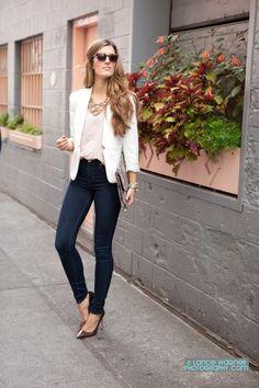 aa6d5b9f6ccf75 blazer and stretch jeans Obs. Posso usar com sapatilha cobre