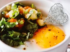 Knallvergnügt Leben : Tomaten-Salsa mit gebackenem Ei - unter 100 Kalori...