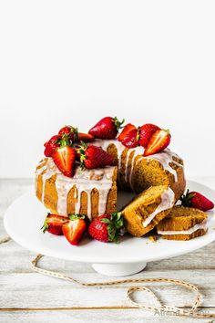 Sugar Buzz: Ένα εύκολο νηστίσιμο(vegan) κέικ με ελαιόλαδο, γάλα αμυγδάλου και λεμόνι και τα δύο νέα Εξαιρετικά Παρθένα Ελαιόλαδα Άλτις.