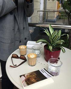 Coffee Puns, Coffee Milk, Coffee And Books, Milk Tea, Coffee Cafe, Coffee Humor, Hot Coffee, Coffee Break, Coffee Drinks