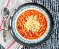 Slow Cooker Slimming World Tuscan Bean Soup Recipe - Syn Free - Tastefully Vikkie Slimming World Soup Recipes, Slow Cooker Slimming World, World Recipes, Slow Cooker Soup, Slow Cooker Recipes, Cooking Recipes, Vegetarian Day, Vegetarian Recipes, Healthy Recipes
