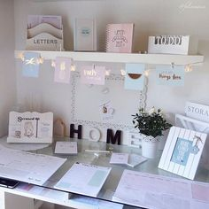 A pretty little home office space, perfect for doing all those household tasks like paying bills. Its such a beautiful space! Home Office Space, Home Office Design, Interior Design Living Room, Office Style, My New Room, My Room, Girl Room, Diy Room Decor, Bedroom Decor
