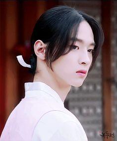 Kdrama Actors, Films, Movies, Korean Drama, Beautiful People, Crushes, Babe, Idol, Actresses