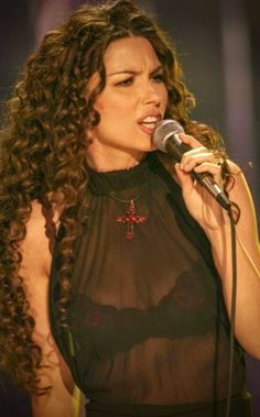 Country Women, Country Girls, Shania Twain Pictures, See Through Bra, Country Singers, Shakira, Concert, Hollywood, Celebs