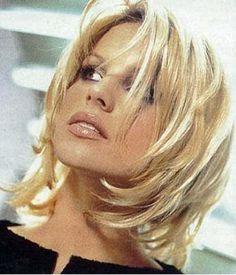 Résultats Google Recherche d'images correspondant à http://okux.org/wp-content/uploads/2013/07/coiffure-mi-long-degrade-cheveux-blond-platin...