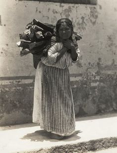 Tina Modotti, Untitled, n.d.; gelatin silver print, 3 7/8 in. x 2 15/16 in. (9.84 cm x 7.46 cm); Collection SFMOMA,