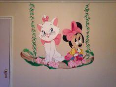 Minnie mouse and Marie aristocats muurschildering voor kinderkamer. Gemaakt door joan of arts