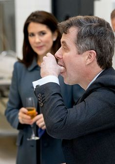 Crown Prince Frederik and Crown Princess Mary attend a cooking workshop at a hospitality school on day two of the Icelandic state visit on day two of the Icelandic state visit on January 2017 in Copenhagen, Denmark. British Royal Families, Danish Royal Family, Crown Princess Mary, Real Estate Assistant, Prince Frederik Of Denmark, Prince Frederick, Workshop, Danish Royalty, Princesa Mary