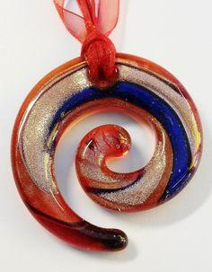 """Murano Kette """"Swirl"""" in rot-gold  von Menara d'oro auf DaWanda.com Choker, Handmade, Necklaces, Red, Nice Asses, Neck Choker"""