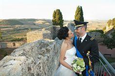 Un matrimonio country chic a tema vino sul lago di Bracciano, con decorazioni a base di ortensie verdi, uva e tappi di sughero.
