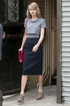 It has been a process figuring out Taylor Swift s fashion identity  post-workout. Here. Abbigliamento BusinessVestiti ... 8b2a56f1572