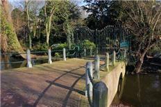 Echt Rotterdams: Schoonoordpark.  In de schaduw van Het Park bij de Euromast ligt een heel klein, maar schitterend parkje verborgen; het Schoonoordpark. Wil je een keer genieten van deze oase van rust en schoonheid? Het park ligt aan de Kievitslaan in de kleinste polder van Nederland, de Muizenpolder.  http://www.dichtbij.nl/rotterdam-zuid/regionaal-nieuws/artikel/2282777/echt-rotterdams-schoonoordpark.aspx
