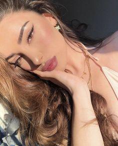 Alicia Jiroux, New Wallpaper Iphone, Creative Photos, Instagram Models, Lightroom, Photo Editing, Hair Makeup, Street Style, Portrait