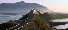 Nasjonal turistveg Atlanterhavsvegen byr på en uforglemmelig kjøretur - Foto: Terje Rakke/Fjord Norway