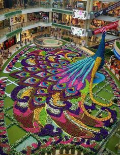 Colorful topiary in a mall in Medellin, Colombia Topiary Garden, Garden Art, Garden Design, Topiaries, Amazing Gardens, Beautiful Gardens, Miracle Garden, Beautiful Flowers Garden, Formal Gardens