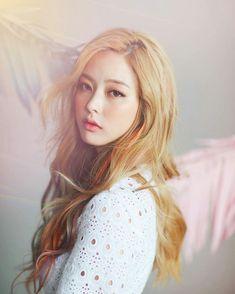 임보라 Lim Bo Ra uploaded by ʝυѕтℓσvεąɧ❀ℓïƈ on We Heart It Hair Dye Colors, Hair Color, Bora Lim, Wedding Curls, Girl Korea, Asian Makeup, Korean Makeup, Korean Girl Fashion, Asian Celebrities