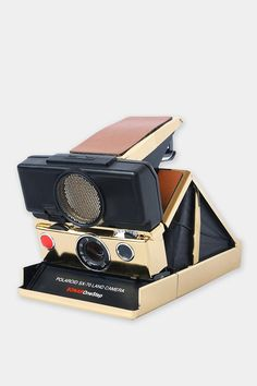 Polaroid Limited Edition SX 70 Sonar Camera By Impossible Project Urban Outfitters Instax Camera, Polaroid Camera, Camera Gear, Fujifilm Instax, Old Cameras, Vintage Cameras, Best Vlogging Camera, Photo Polaroid, Impossible Project