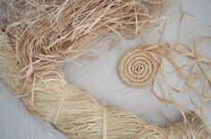Knowing the characteristics of raffia, the plant and the fibre, can be useful for how you approach basketry and help reduce wastage. Sisal, Raffia Crafts, Making Baskets, Diy And Crafts, Arts And Crafts, Bamboo Basket, Rope Basket, Coil Pots, Pine Needle Baskets