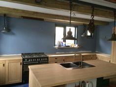 keuken in aanbouw, eikenhout nog onbewerkt, designed by VERSCHOORDESIGN: :http://www.verschoor-design.nl