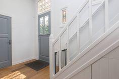 grijze deuren, witte kozijnen en muren House Stairs, Garage Doors, Loft, Interior, Outdoor Decor, Inspiration, Home Decor, Decoration, Style
