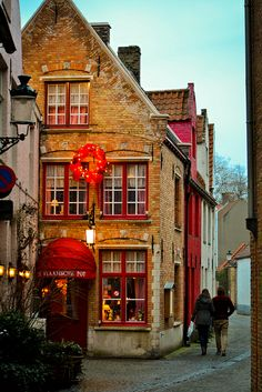 Belfont Hallen, Brugges, Flandres Ocidental, Bélgica (Belgium).   ASPEN CREEK TRAVEL - karen@aspencreektravel.com