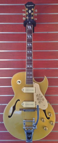Epiphone ES-295 Gold Right handed semi-hollow archtop electric guitar