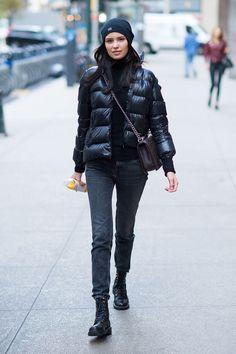 winter outfits street style Street-Style Daunenjacke New York Model Irina Sharipova Mode-Trend Casual Winter Outfits, Winter Fashion Outfits, Autumn Winter Fashion, Trendy Fashion, Fall Outfits, Outfit Winter, Fashion Ideas, Casual Clothes, Winter Clothes